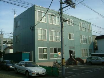 北海道札幌市北区、新川駅徒歩9分の築19年 3階建の賃貸マンション