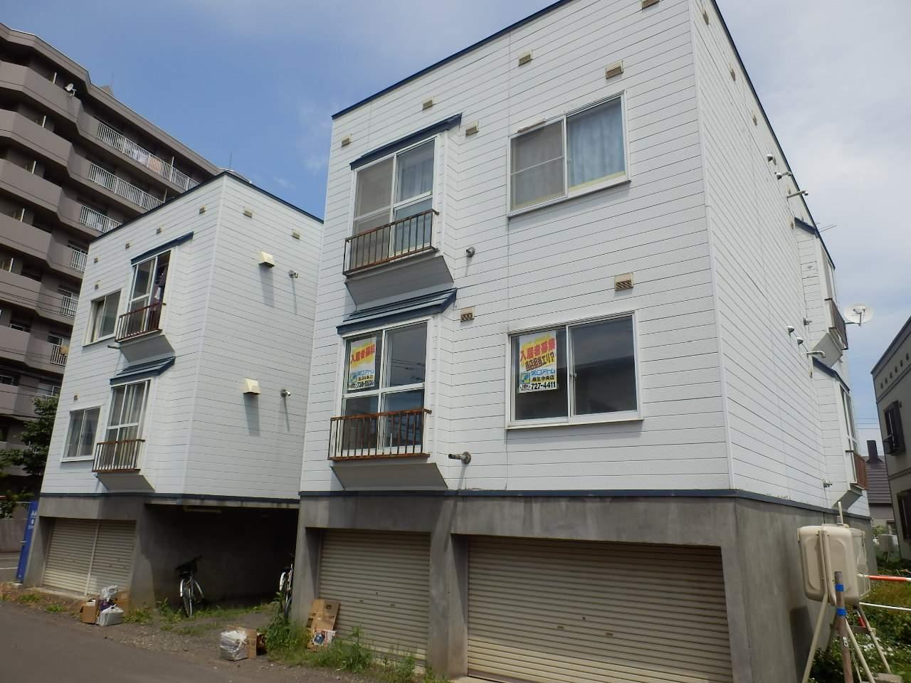 北海道札幌市北区、新川駅徒歩11分の築28年 3階建の賃貸アパート