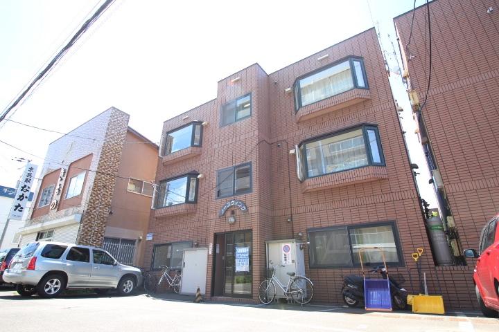 北海道札幌市東区、麻生駅徒歩15分の築23年 3階建の賃貸アパート