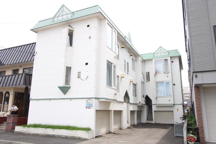 北海道札幌市北区、北34条駅徒歩13分の築31年 2階建の賃貸アパート