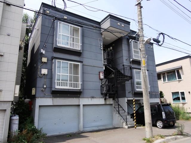北海道札幌市東区、北18条駅中央バスバス12分北19東12下車後徒歩4分の築20年 3階建の賃貸アパート
