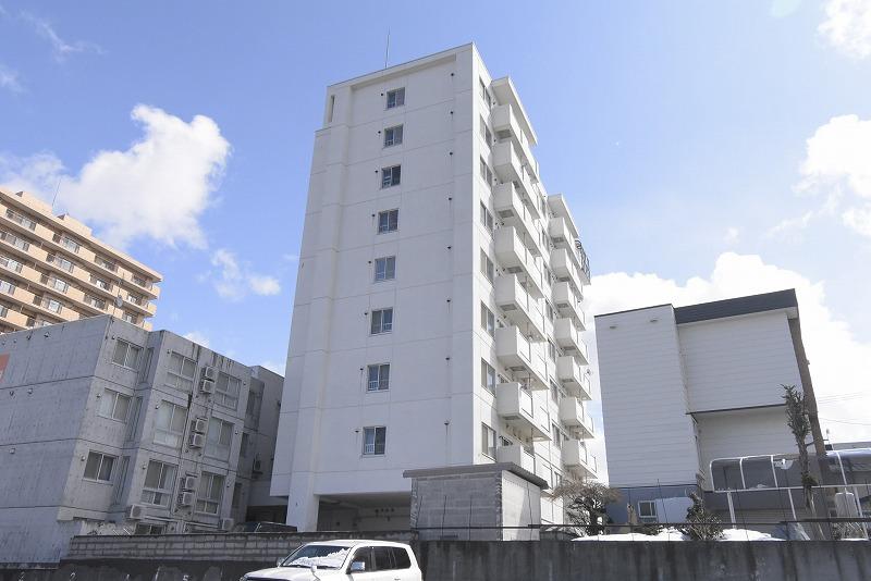 北海道札幌市豊平区、白石駅徒歩18分の築30年 9階建の賃貸マンション