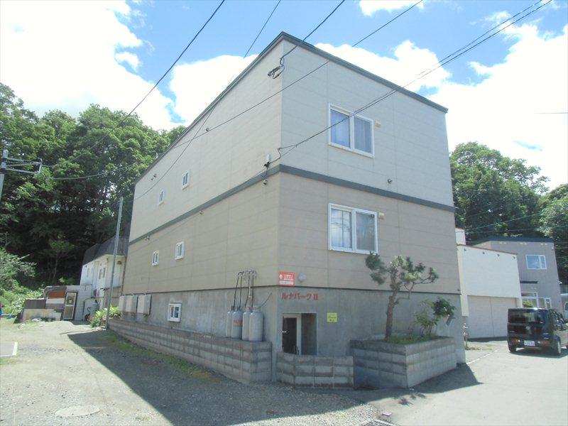 北海道札幌市豊平区、豊平公園駅徒歩17分の築16年 3階建の賃貸アパート
