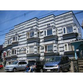 北海道札幌市豊平区、平岸駅徒歩14分の築28年 3階建の賃貸アパート