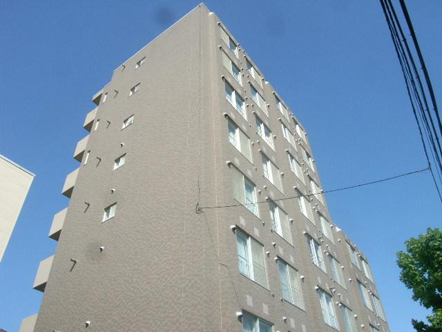 北海道札幌市豊平区、月寒中央駅徒歩19分の築23年 8階建の賃貸マンション