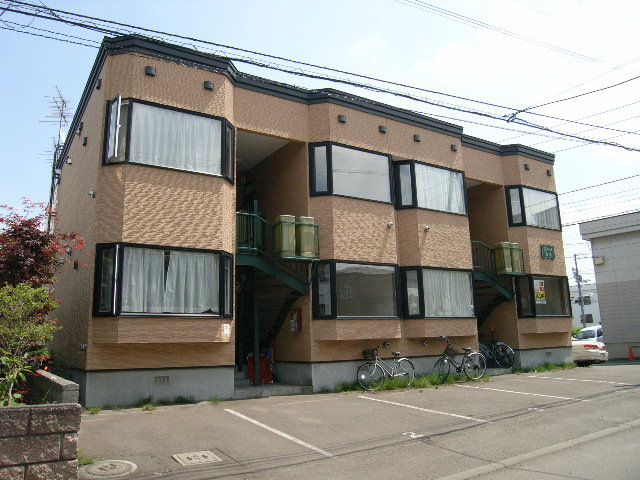 北海道札幌市豊平区、平岸駅中央バスバス12分西岡3−4下車後徒歩3分の築16年 2階建の賃貸アパート