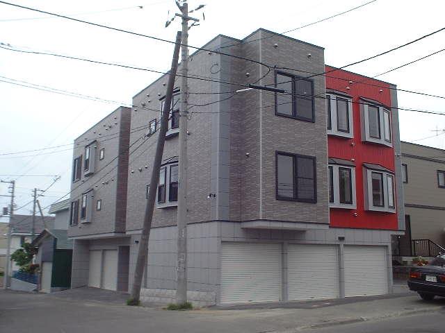 北海道札幌市豊平区、美園駅徒歩26分の築11年 3階建の賃貸アパート