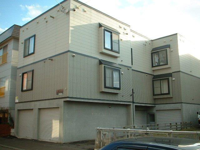 北海道札幌市豊平区、平岸駅徒歩16分の築20年 3階建の賃貸アパート