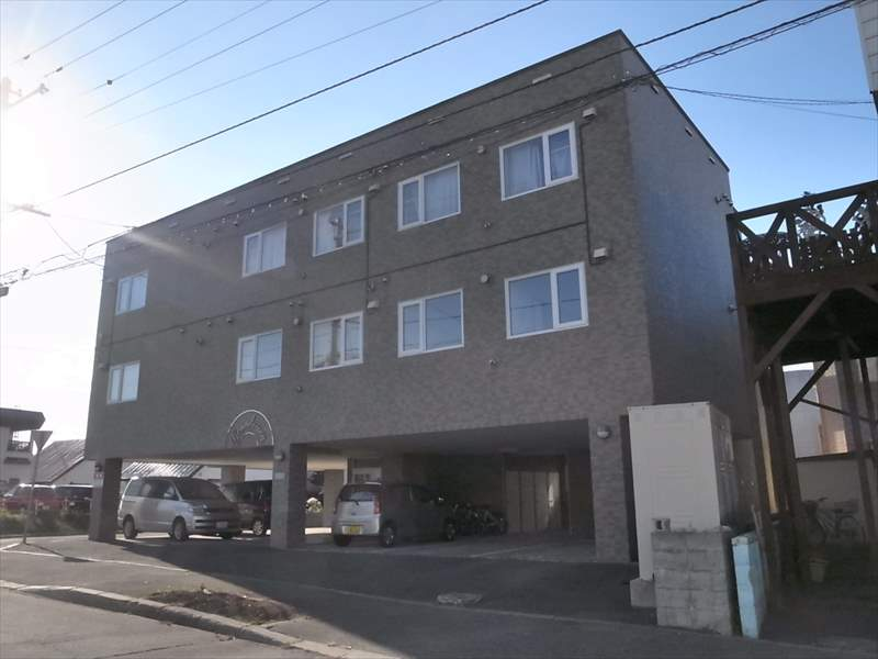 北海道札幌市清田区、南郷13丁目駅徒歩28分の築21年 3階建の賃貸マンション