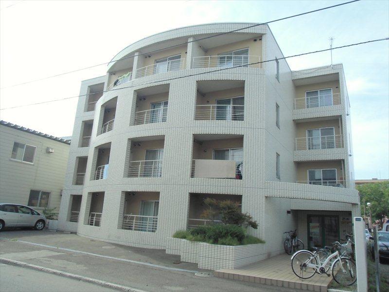 北海道札幌市豊平区、東札幌駅徒歩11分の築28年 4階建の賃貸マンション