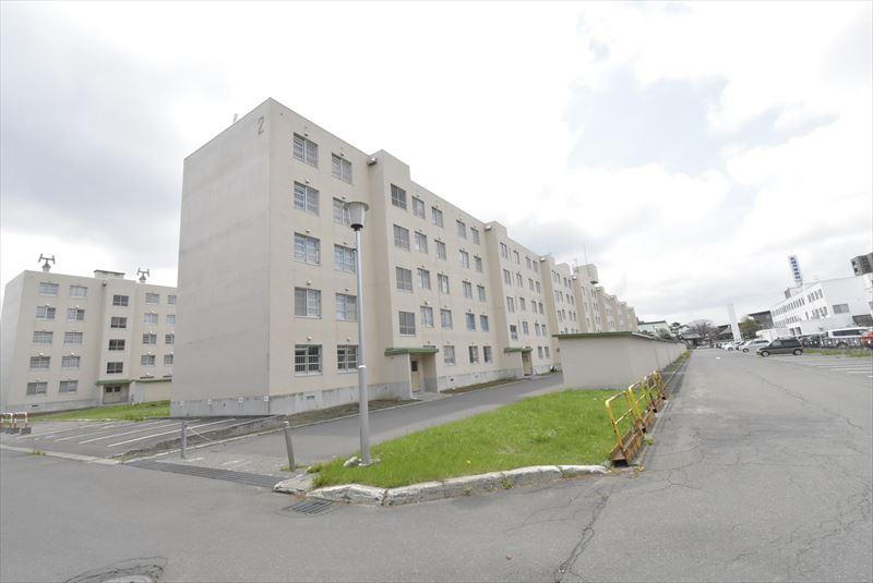 北海道札幌市豊平区、月寒中央駅徒歩13分の築40年 5階建の賃貸マンション