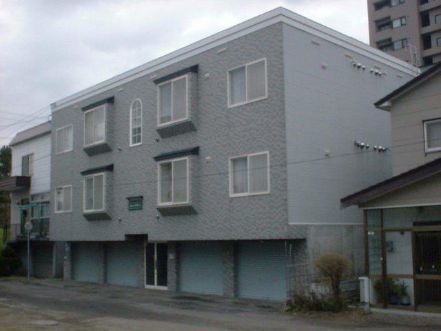 北海道札幌市豊平区、学園前駅徒歩12分の築23年 3階建の賃貸アパート