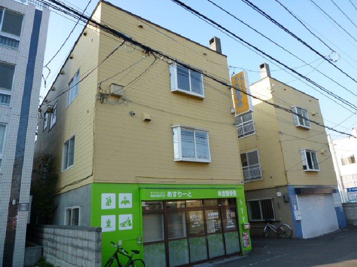 北海道札幌市豊平区、平岸駅徒歩16分の築30年 3階建の賃貸アパート