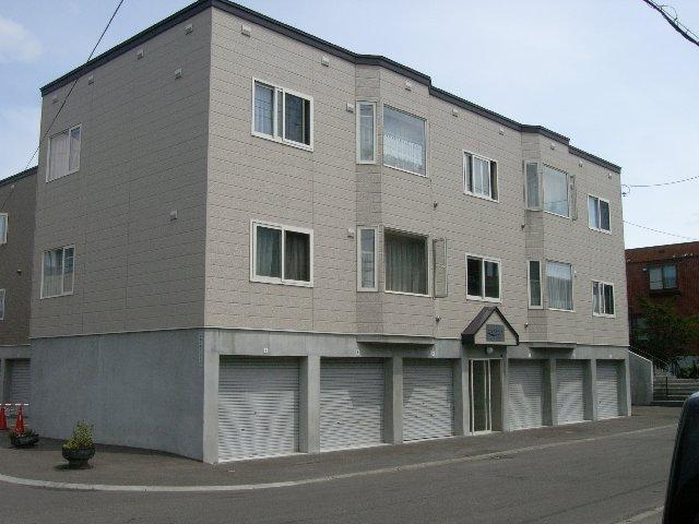 北海道札幌市豊平区、白石駅徒歩13分の築13年 3階建の賃貸アパート