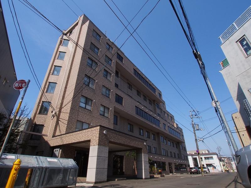 北海道札幌市南区、澄川駅徒歩8分の築26年 7階建の賃貸マンション