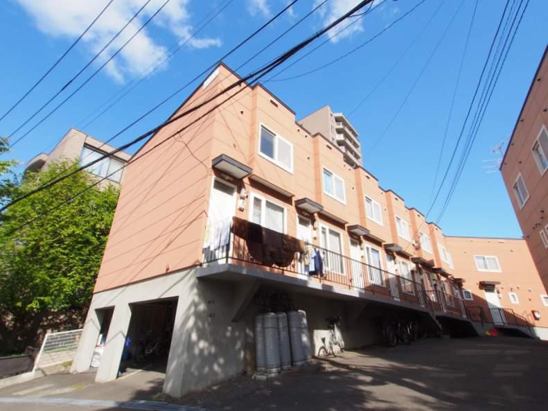 北海道札幌市豊平区、南平岸駅徒歩13分の築24年 3階建の賃貸アパート