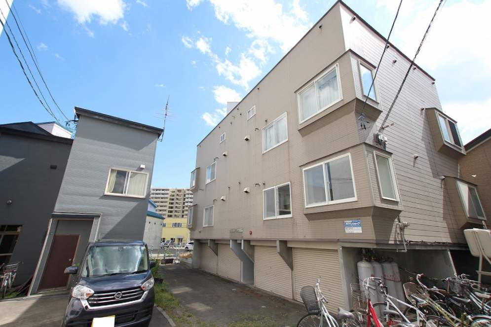 北海道札幌市豊平区、菊水駅徒歩13分の築22年 3階建の賃貸アパート