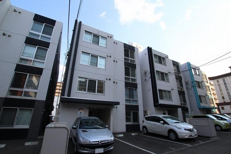 北海道札幌市豊平区、幌平橋駅徒歩6分の築5年 4階建の賃貸マンション