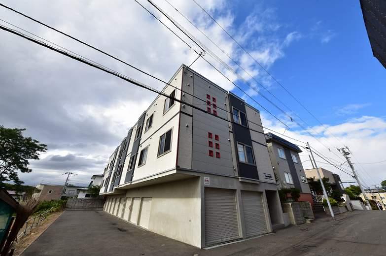 北海道札幌市豊平区、南平岸駅徒歩25分の築9年 3階建の賃貸アパート