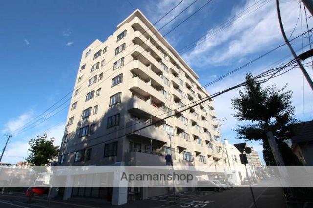 北海道札幌市豊平区、学園前駅徒歩17分の築33年 8階建の賃貸マンション