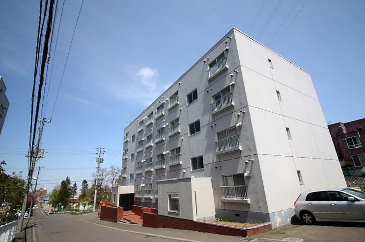 北海道札幌市豊平区、平岸駅徒歩17分の築31年 4階建の賃貸マンション