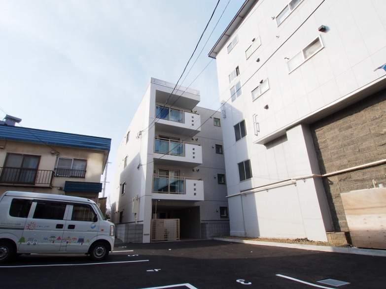 北海道札幌市白石区、バスセンター前駅徒歩11分の築3年 4階建の賃貸マンション