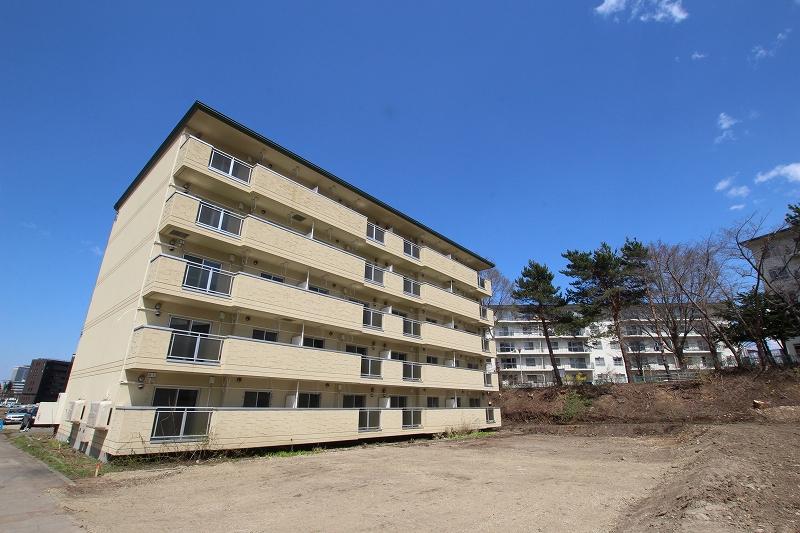 北海道札幌市豊平区、幌平橋駅徒歩12分の築19年 5階建の賃貸マンション