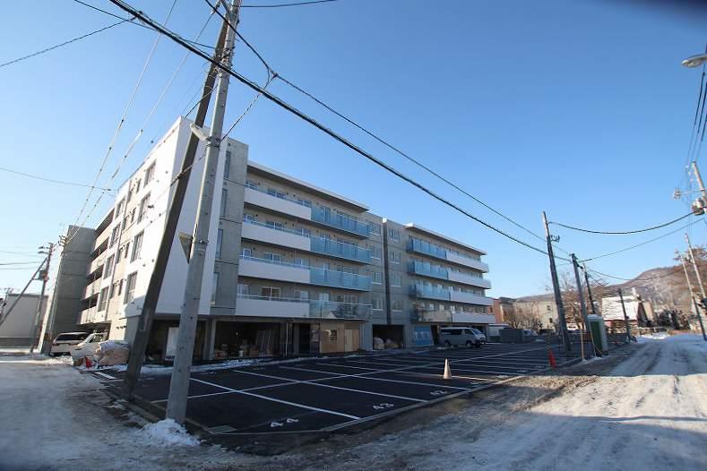 北海道札幌市南区、南平岸駅徒歩18分の新築 5階建の賃貸マンション