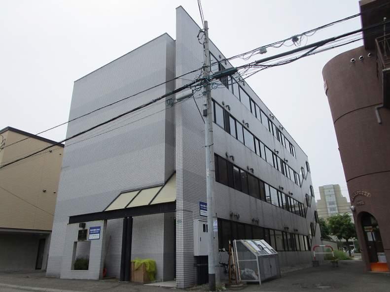北海道札幌市豊平区、南平岸駅徒歩16分の築27年 4階建の賃貸マンション