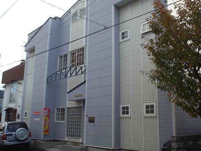 北海道札幌市豊平区、美園駅徒歩15分の築26年 2階建の賃貸アパート