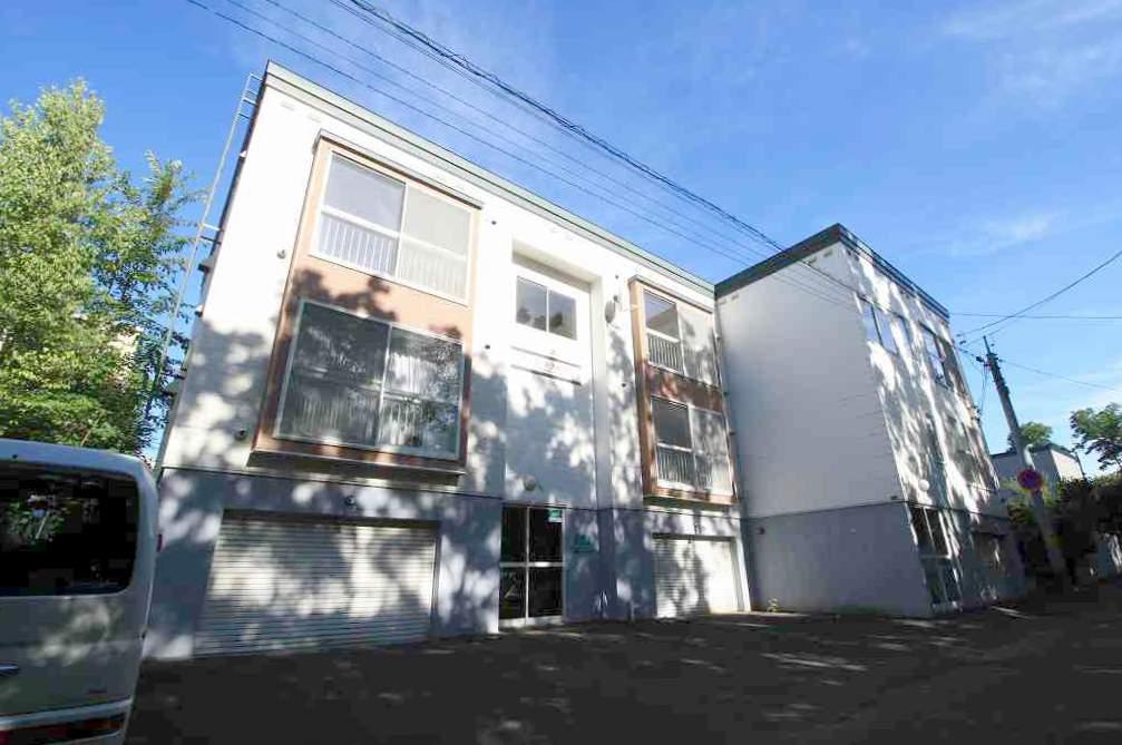 北海道札幌市豊平区、南平岸駅徒歩14分の築26年 3階建の賃貸アパート