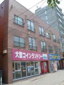 北海道札幌市豊平区、幌平橋駅徒歩13分の築28年 3階建の賃貸アパート
