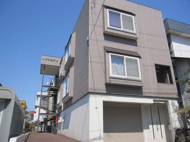 北海道札幌市豊平区、幌平橋駅徒歩12分の築30年 3階建の賃貸アパート