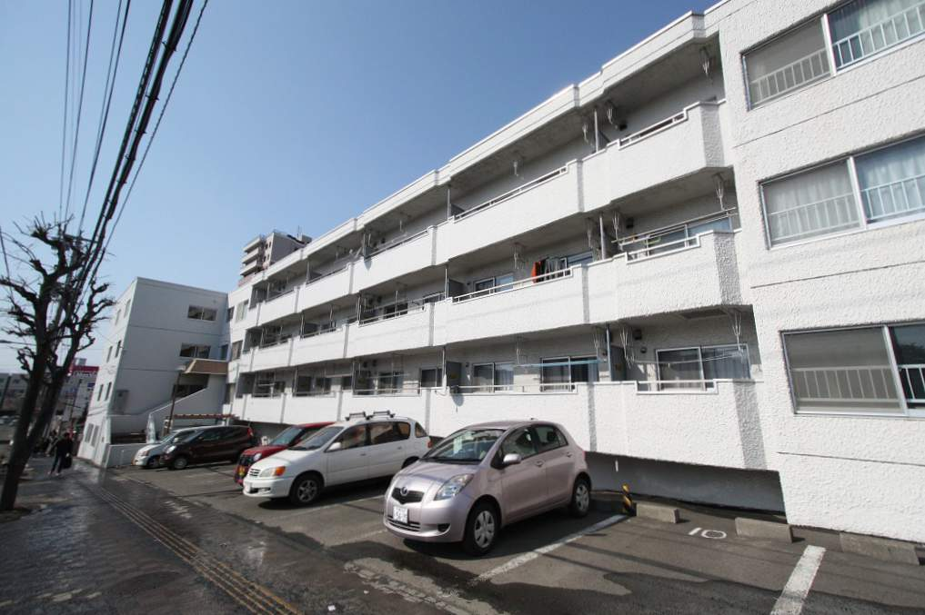 北海道札幌市豊平区、平岸駅徒歩16分の築35年 4階建の賃貸マンション