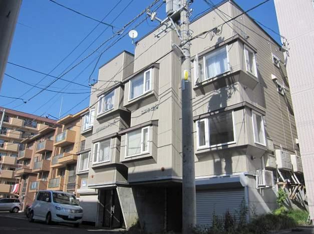 北海道札幌市南区、南平岸駅徒歩16分の築22年 3階建の賃貸アパート