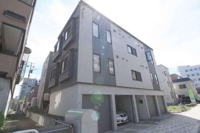 北海道札幌市豊平区、菊水駅徒歩16分の築9年 3階建の賃貸アパート