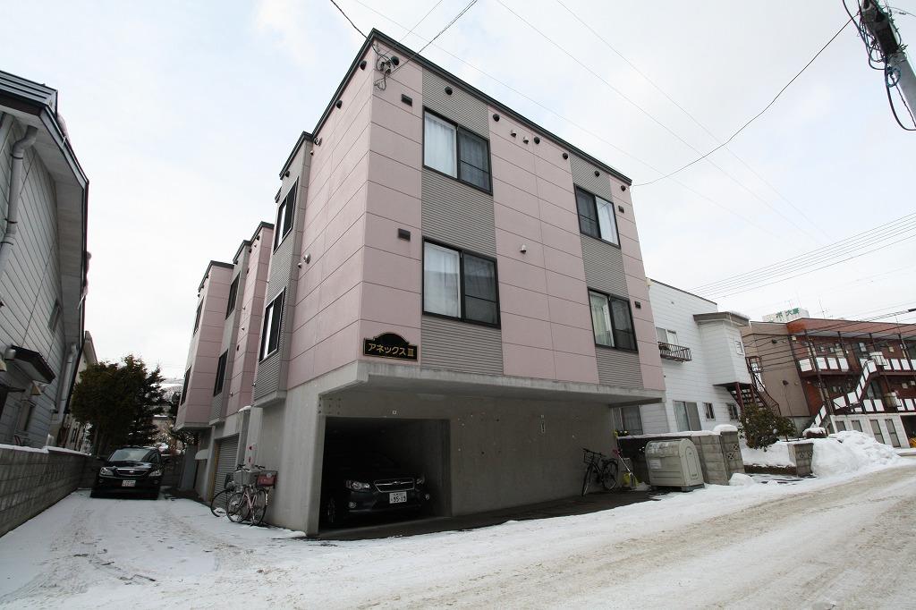 北海道札幌市南区、南平岸駅徒歩20分の築9年 3階建の賃貸アパート