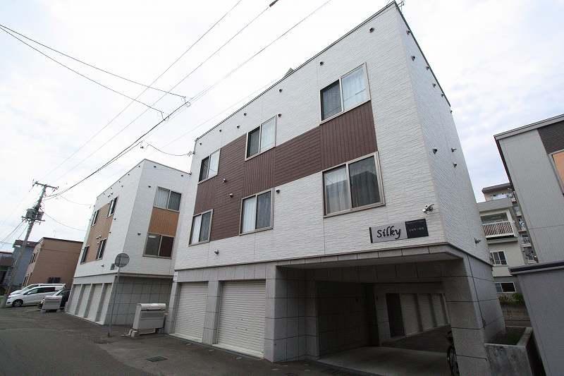 北海道札幌市白石区、白石駅徒歩24分の築6年 3階建の賃貸アパート