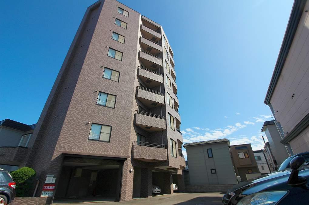 北海道札幌市南区、南平岸駅徒歩20分の築24年 8階建の賃貸マンション