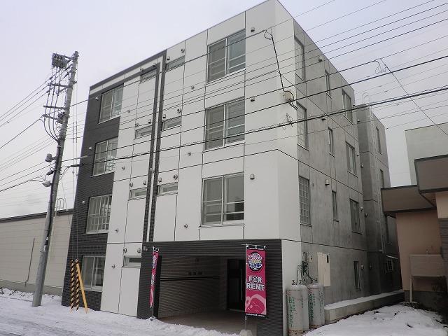 北海道札幌市豊平区、平岸駅徒歩15分の築3年 4階建の賃貸マンション