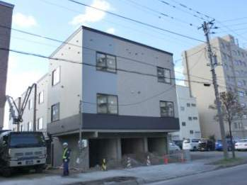 北海道札幌市厚別区、新札幌駅徒歩12分の築3年 3階建の賃貸アパート