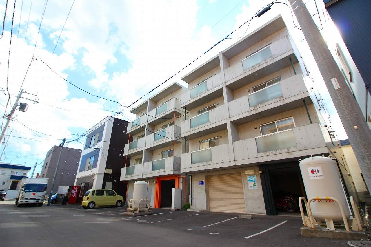 北海道札幌市南区、南平岸駅徒歩17分の築10年 4階建の賃貸マンション