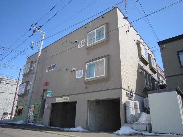 北海道札幌市豊平区、平岸駅徒歩17分の築20年 3階建の賃貸アパート