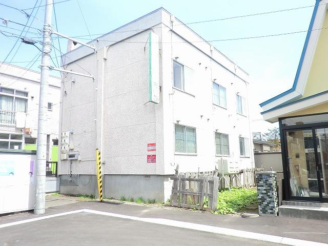 北海道札幌市豊平区、平岸駅徒歩20分の築40年 2階建の賃貸アパート