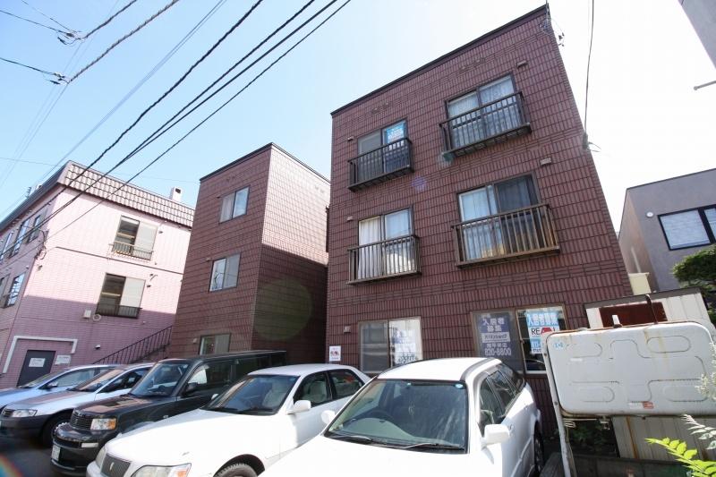 北海道札幌市豊平区、澄川駅徒歩19分の築23年 3階建の賃貸マンション