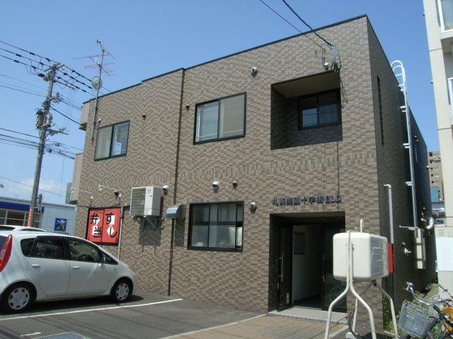 北海道札幌市豊平区、美園駅徒歩10分の築15年 2階建の賃貸アパート