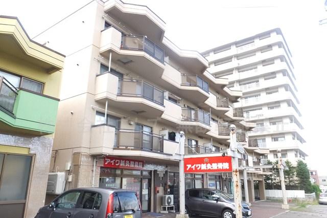 北海道札幌市厚別区、南郷18丁目駅徒歩29分の築28年 4階建の賃貸マンション
