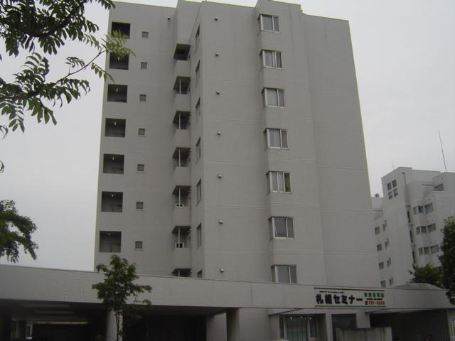 北海道札幌市厚別区、新札幌駅徒歩16分の築26年 8階建の賃貸マンション
