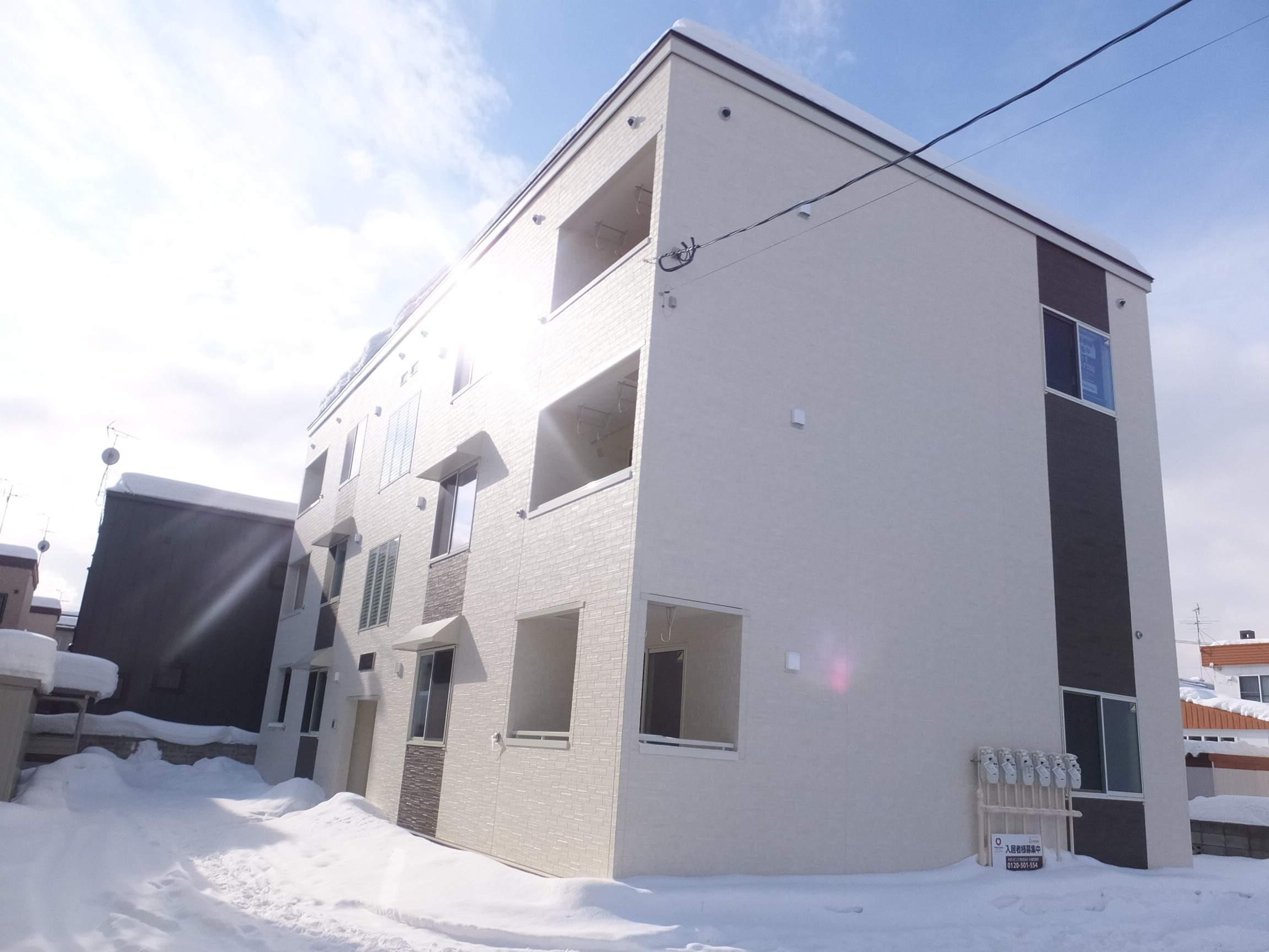 北海道札幌市白石区、白石駅徒歩8分の築1年 3階建の賃貸アパート