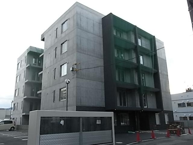 北海道札幌市白石区、菊水駅徒歩18分の築5年 5階建の賃貸マンション